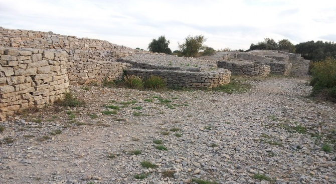 """3 археологически екипа ще извършват проучванията  на крепостта """"Трапезица"""""""