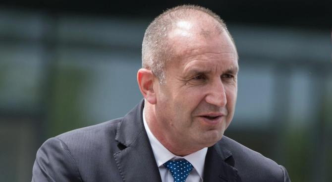 Трябва да се борим за стратегическото място на България като врата на Азия към Европа, заяви Румен Радев