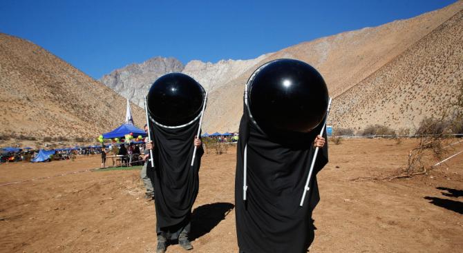 Чилийци наблюдаваха слънчевото затъмнение със специални костюми