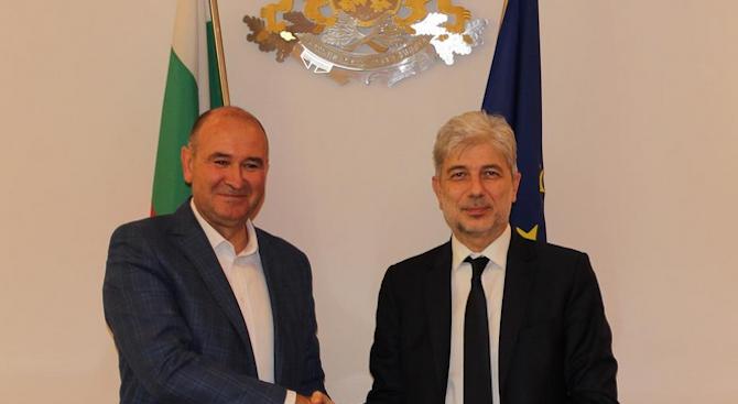 Нено Димов и кметът на Ямбол подписаха договор за изграждане на компостираща инсталация