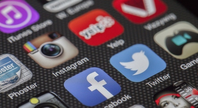 Фейсбук и Инстаграм се сринаха