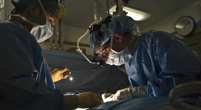 Лекари оперираха с фенер, след бурята в Горна Оряховица снощи