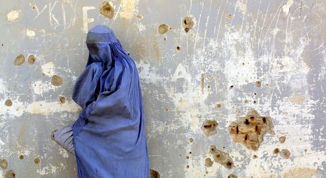 Тунис забранява носенето на никаб в обществените институции