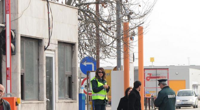 """Допълнителни служители са ангажирани на ГКПП """"Кулата-Промахон"""""""