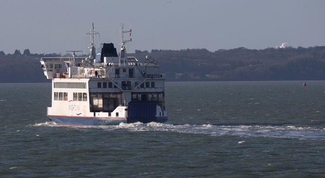 Туристическо корабче се преобърна в Черно море, има загинали