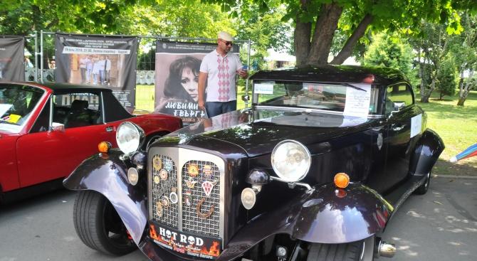 Ретро парад показва ценни автомобили от 8 държави в Бургас