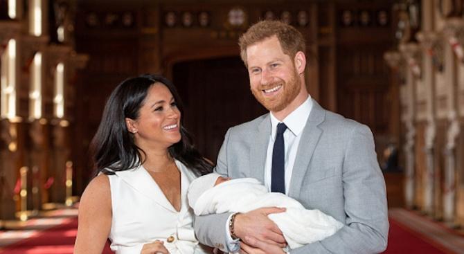 Кралското бебе Арчи бе кръстено на частна церемония в Уиндзор