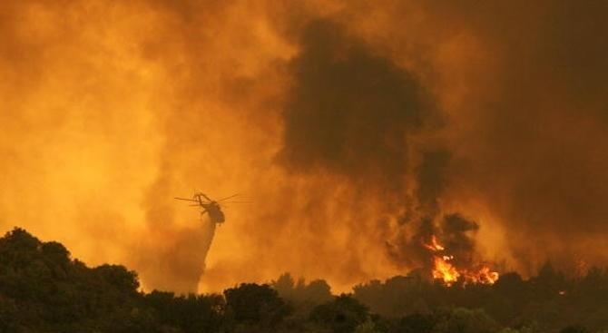 Извънредно положение в 3 района на гръцкия остров Евбея заради пожарите