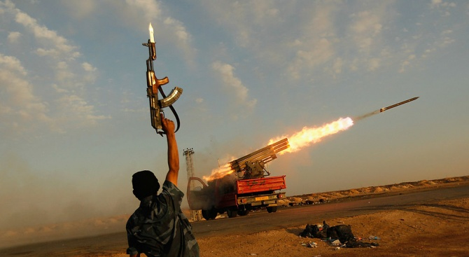"""Либийското летище """"Митига"""" в Триполи временно беше затворено след ракетен обстрел"""