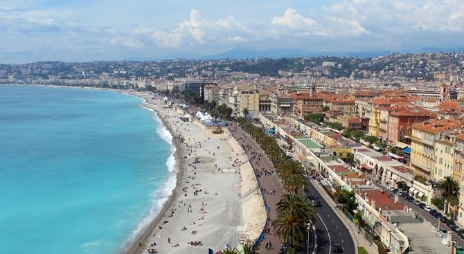 Гръм удари дете на плаж в Южна Франция