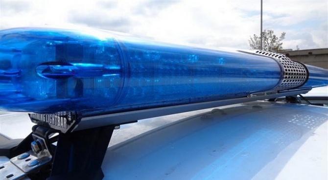 Млад мъж задигна кола с прекратена регистрация, тя се запали