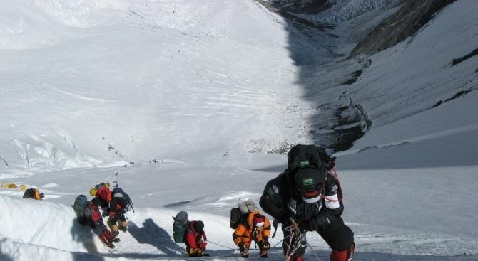 Вижте последните часове на осемте алпинисти, които починаха през май на Хималаите