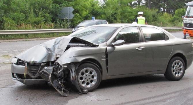 Шофьор отнесе стълб и пътен знак преди изхода на Русе