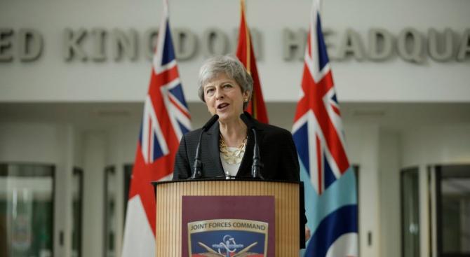 Тереза Мей подкрепиизпадналия в немилост пред Тръмпбритански посланик в САЩ