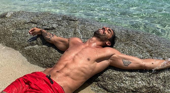 Световен шампион по плуване спаси турист край Италия