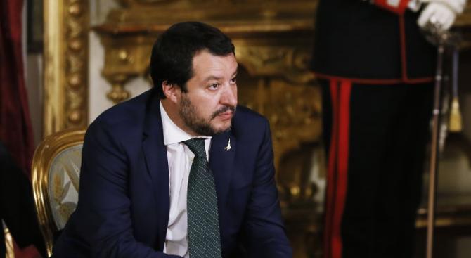 Италианският вътрешен министър затвори мигрантски център в Сицилия