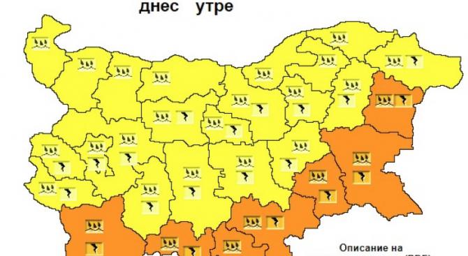 Оранжев код за порои и гръмотевици в 7 области днес, жълт - в 21