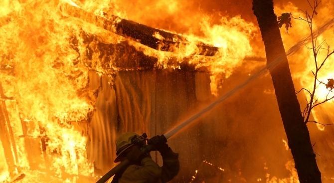 Две малолетни деца предизвикаха пожар при игра с огън