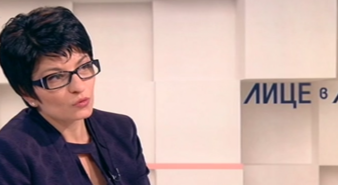 Десислава Атанасова: Защо трябва да даваме 20 млн. лева за 6000 машини?