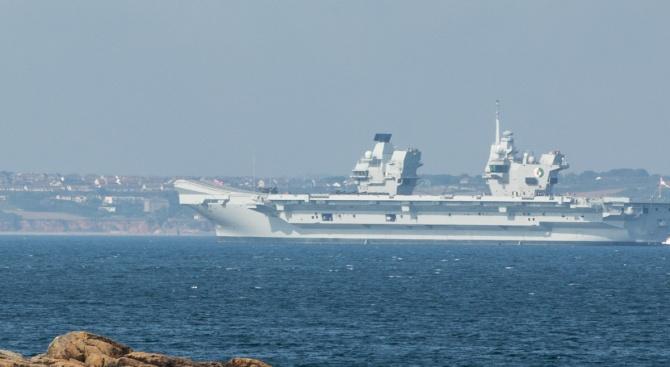 Лондон: Кораби на Иран са се опитали да блокират наш  танкер в Ормузкия проток