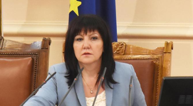Караянчева: Правният отдел на НС се заема със случая с отстраняването на Сидеров