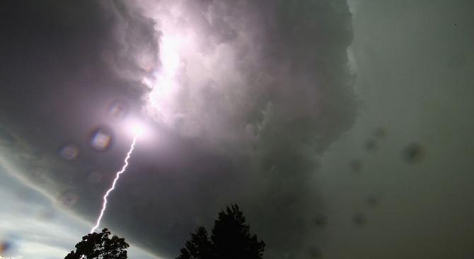 Бурята в Халкидики продължава да убива