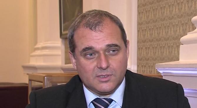 Искрен Веселинов за смяната на Волен Сидеров: Не е достойно да се криеш и да бягаш от реалността