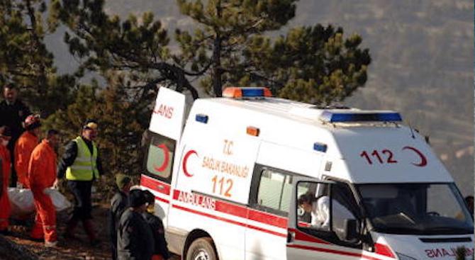 Българка изхвърча от влакче в Кушадасъ, малко по-късно почина