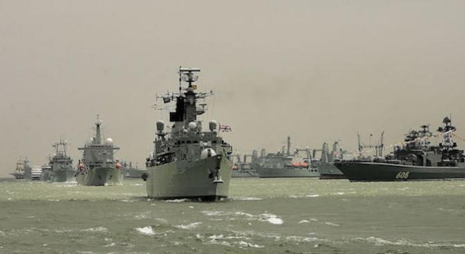 """Обединеното кралство постави своите кораби в Ормузкия пролив в степен на """"повишена сигурност"""""""