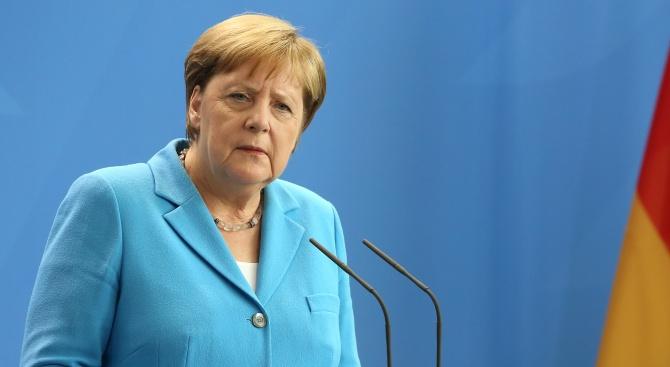 Разкриха думите на треперещата Ангела Меркел