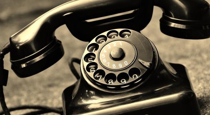 Възрастна жена дала 2300 лева на телефонни измамници