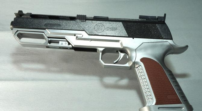 Закопчаха мъж, размахвал имитация на пистолет в плевенски магазин