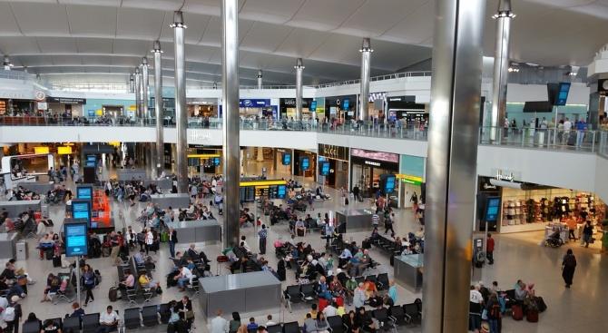 """Родителите на изоставеното дете на летище в Лондон: """"Интеграл"""" ни лъжат"""