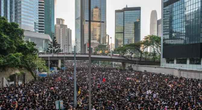В Хонконг протестирахасрещу търговци отконтинентален Китай