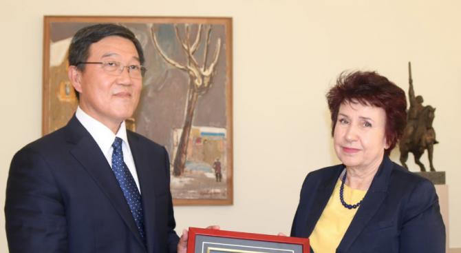 Делегация от китайския град Хуай Ан се срещна с кмета на Перник Вяра Церовска