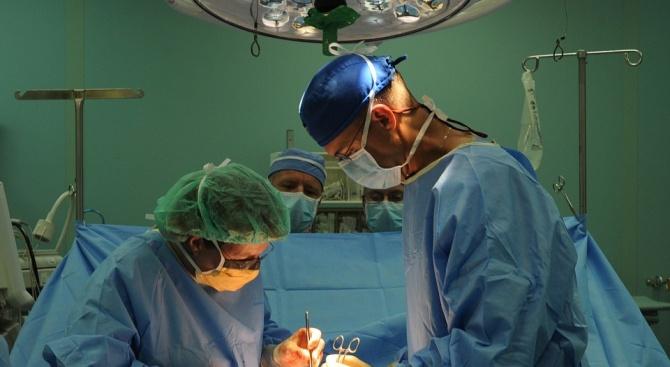 Извадиха огромен тумор от гърдата на 100-годишна жена в пловдивския онкодиспансер