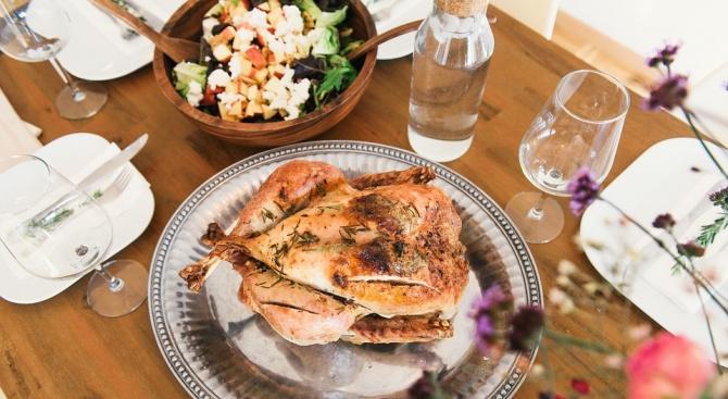 Над 230 души се отровиха с пилешко месо на сватба в Турция
