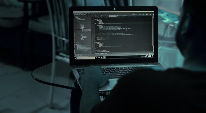 Хакерът, ударил НАП, заплаши с нови атаки