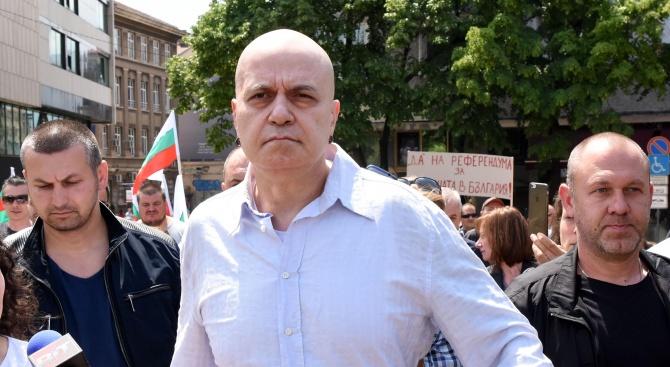 Слави Трифонов: Не е ли вече време наистина да пуснем кепенците и да затворим тая държава?