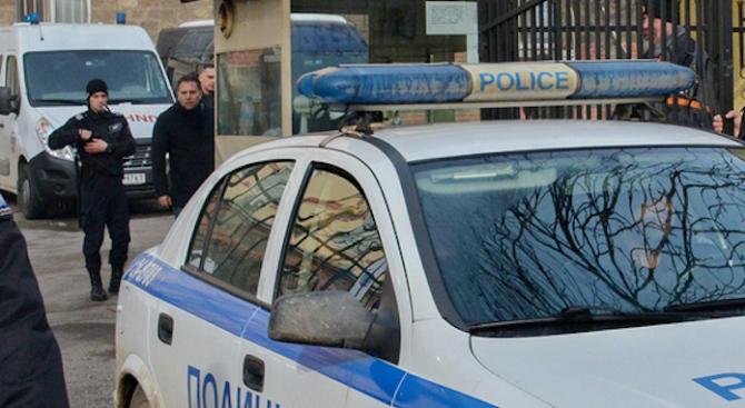 Хулиган се разголи пред съселяните си във Варненско и ги напсува