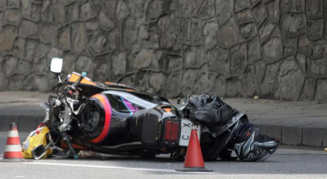 Моторист е тежко пострадал след катастрофа в Асеновград