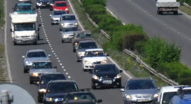 Интензивен трафик на три гранични пункта за коли