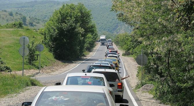 """Интензивен трафикът за леки автомобили на ГКПП """"Кулата"""""""