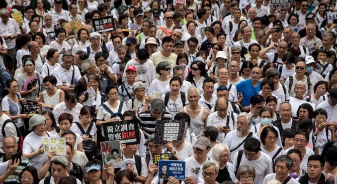 Десетки хиляди хора излязоха на проправителствена демонстрация в Хонконг