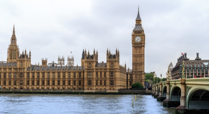 Великобритания обмисля да наложи санкции на Иран заради задържания танкер