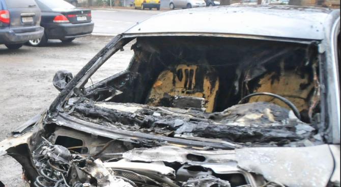 Запалиха автокъща в кюстендилско село