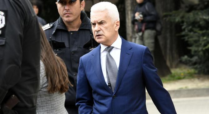 Сидеров с яростна атака срещу сделката за F-16 и колегите си в ОП, обмисля да напусне НС
