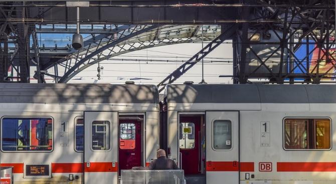 """БДЖ стартира кампания """"Чети във влака"""""""
