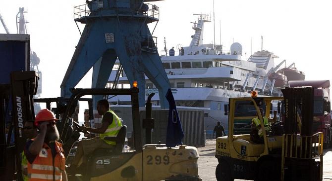 Северна Корея задържа екипажа на руски риболовен кораб