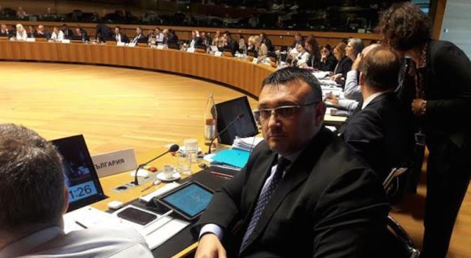 Младен Маринов замина на работни посещения в Сърбия и Черна гора